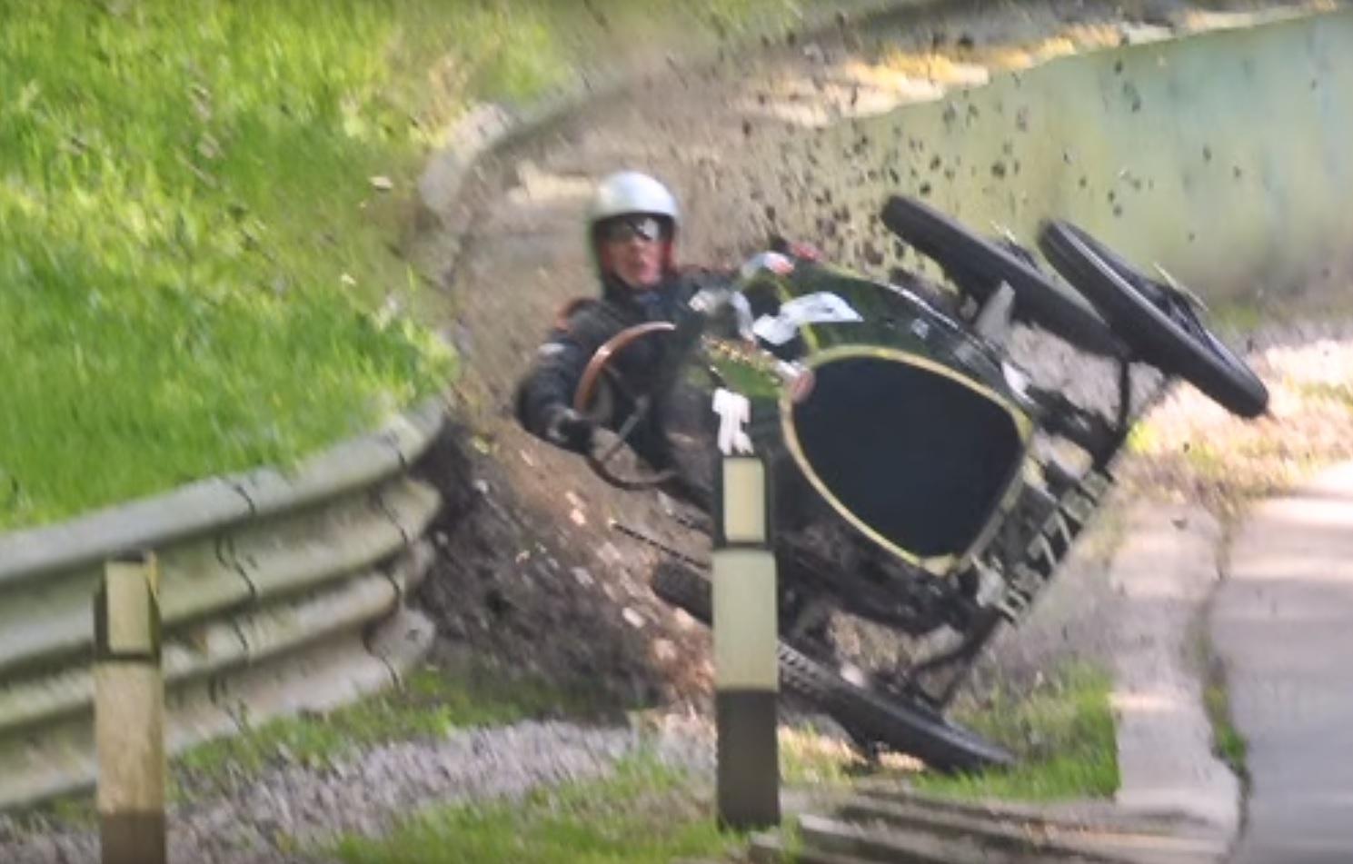 Bugatti_crash_1