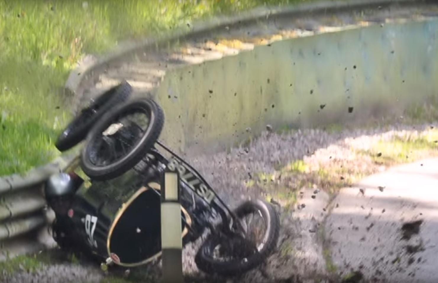 Bugatti_crash_2
