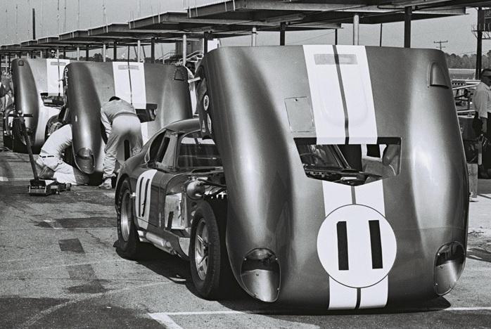 Cobra_Daytona_at_Daytona_1965_2