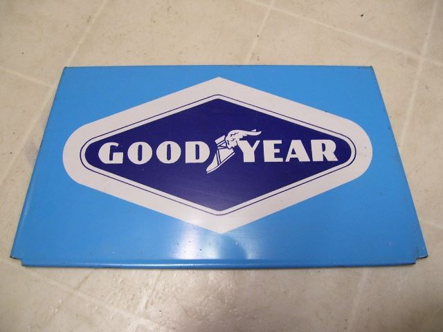 Goodyear_tire_stand_1