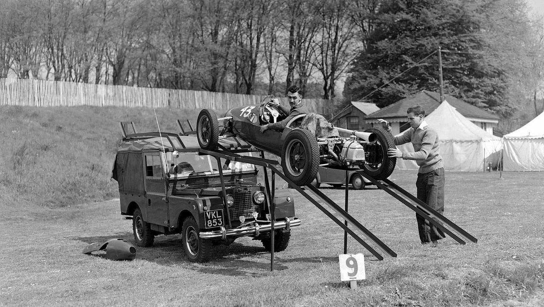 LandRover_racecar_carrier